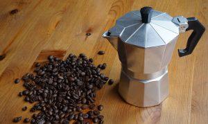 Come fare un buon caffè con la Moka usando i 5 sensi