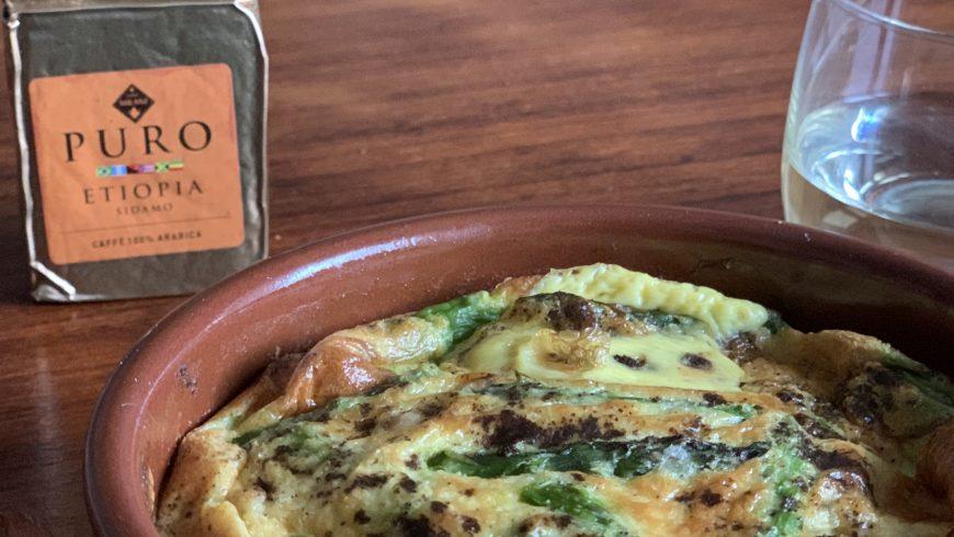 A Pasqua: uova in cocotte con asparagi, salmone e caffè
