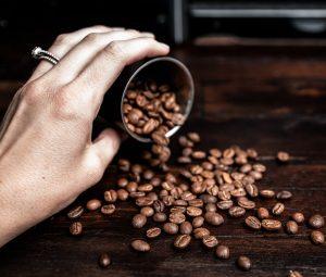 Il caffè è servito. Nel piatto!
